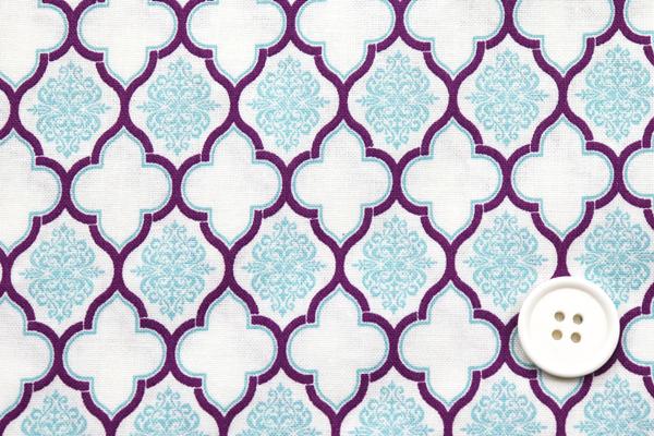 有輪商店の シーチングプリント モロッカン オフ地にオールドブルーとプラム