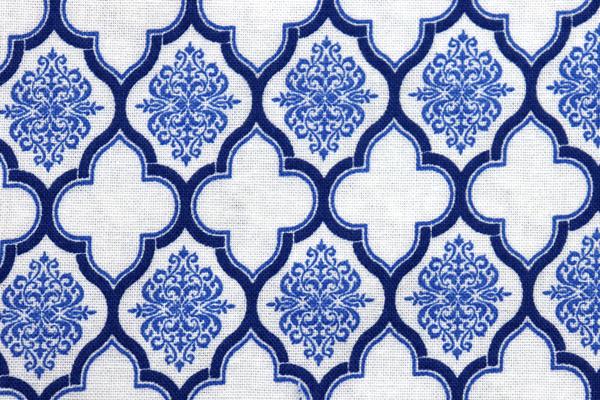 有輪商店の シーチングプリント モロッカン オフ地にブルー
