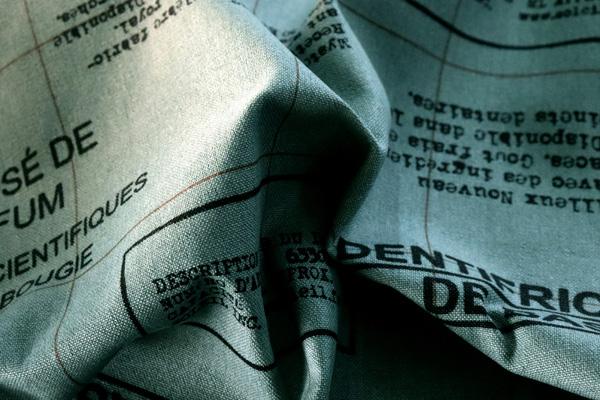 バッグなどの手芸に最適な 11号帆布 英字スタンプ風 カーキグリーン