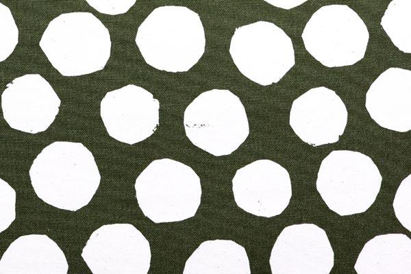 バッグなどの手芸に最適な 9.5号帆布 変わり水玉 カーキグリーン地×オフ玉