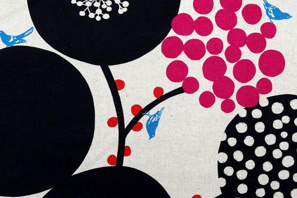ハーフリネンキャンバス エチノ Bigberry(水玉とベリー) ブラック系