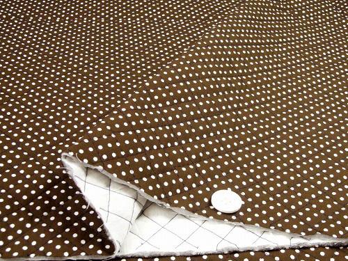 水玉模様(水玉柄・ドット柄)のキルティング生地(綿100%)茶色・ブラウン(1171-45)