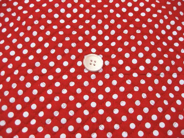 水玉模様(水玉柄・ドット柄)のキルティング生地(綿100%)赤色・レッド(1171-48)