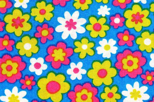 シーチング レトロ調フラワープリント 青地にピンク・きみどり・オフの花