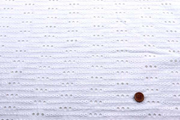 お値打ちなダブル巾(145cm)の刺繍レース 白
