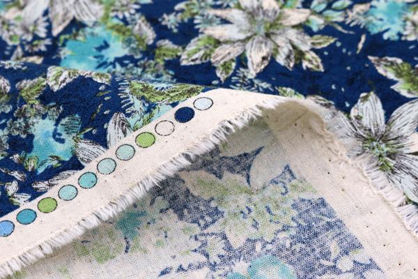 エンジェルソフト加工 綿麻シーチングプリント 北欧の花 赤の花弁