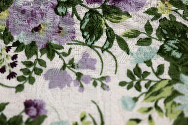 有輪商店の フクレジャガード フラワープリント ベージュ地に紫系の花