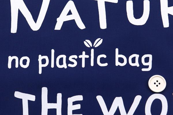 エコバッグや雨具に最適な 撥水加工のナイロンオックス 英字プリント ネイビー