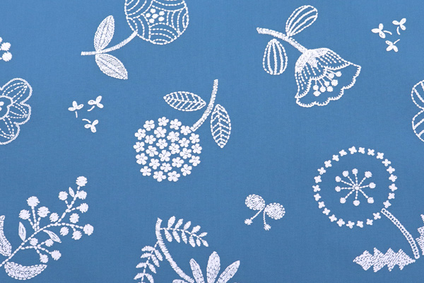 撥水加工 ナイロンオックスフォード 北欧の花 ブルーグレー地×ホワイト