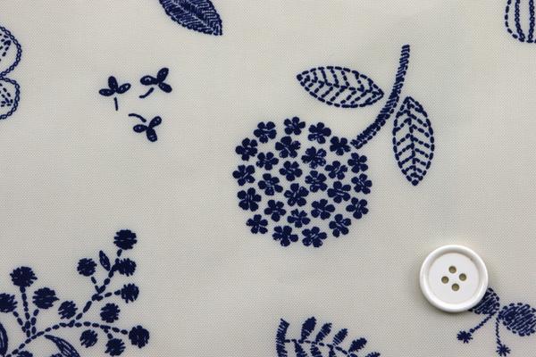 撥水加工 ナイロンオックスフォード 北欧の花 ベージュ地×ネイビー