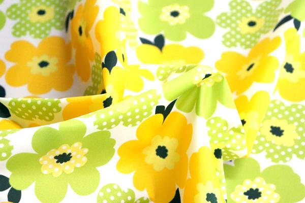撥水加工のナイロンオックス 北欧調の花 白地に黄色・黄緑系