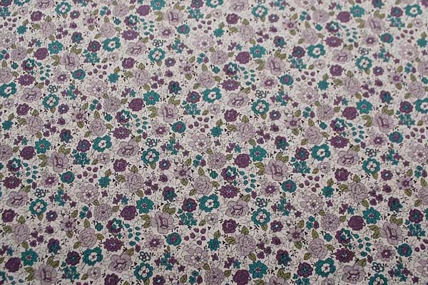 綿麻キャンバス YUWAのフラワープリント生地(小花) 生成地に京紫と深緑