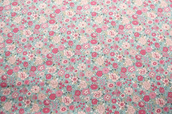 綿麻キャンバス YUWAのフラワープリント生地 青竹地にピンク系