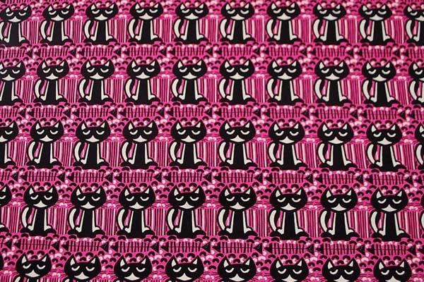 ネコのボーダー柄 綿麻キャンバスプリント 濃いピンク×黒