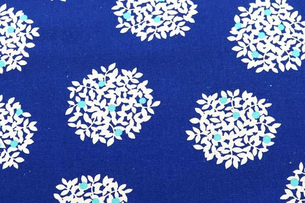 綿麻キャンバスプリント 木の実の柄 ブルー