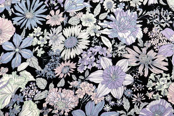 ルシアンの綿麻シャーティング メモアール・ア・パリ 黒地に薄い青・ラベンダー系の花
