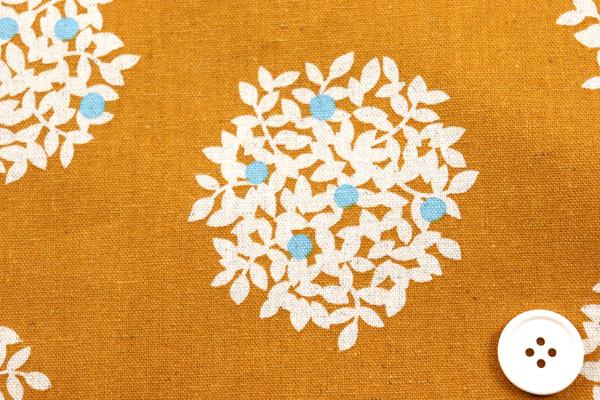 綿麻キャンバスプリント 木の実の柄 キャメル