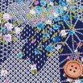 ちりめんプリント生地 和柄とお花の雲取り 藍色 【50cm販売】  (4137-78)