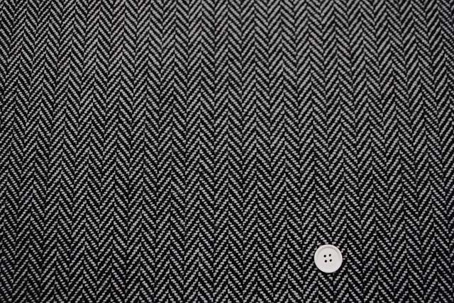 ヘリンボーンツイード服地 グレイ(黒×うすグレイ) 【50cm販売】 《値下げ》  (4143-88)