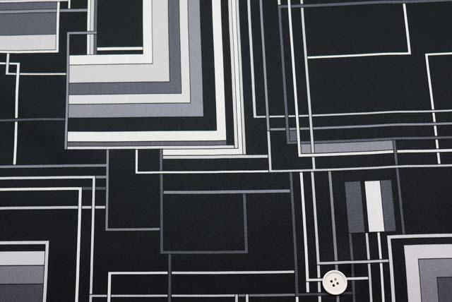 サテンプリント服地 幾何柄 白×黒 《値打ち品》 (4144-72)