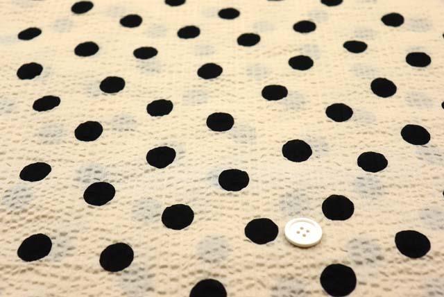 綿80ローンミラクルウエーブプリント生地  水玉柄 ベージュ地×黒 (4146-72)