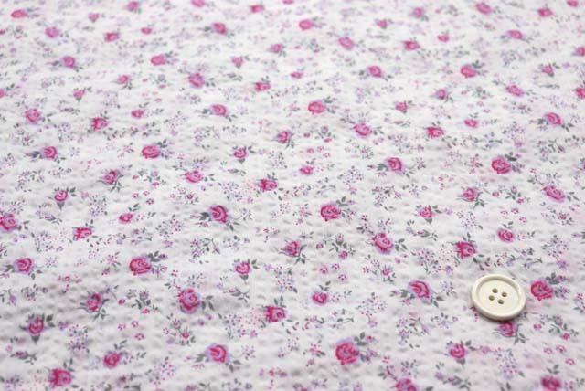綿80ローンミラクルウエーブプリント生地  小さなばら柄 白地×ピンク (4146-79)