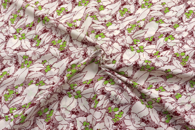 ソフトポンジープリント服地 花柄 オフ白地×エンジ・グリーン 【50cm単位】 (4150-58)