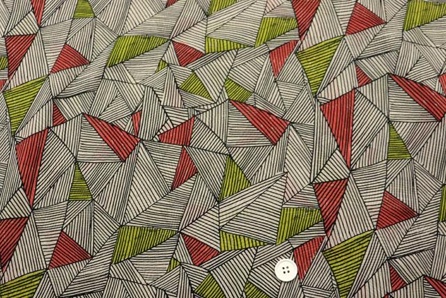 コットン80ボイルプリント生地  ベージュ地×黒・赤・黄緑 (4151-18)