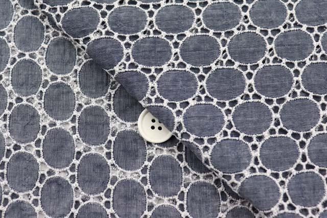 シャンブレーサークルレース服地 紺×白 【50cm単位】 (4153-76)