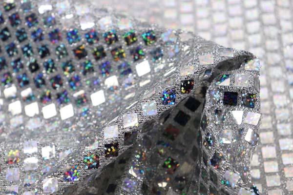 ホログラムスパンコール スクエア シルバーラメ(白)×シルバーホログラム
