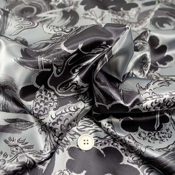 ポリエステルサテンプリント生地 龍の柄 グレー 5603-33