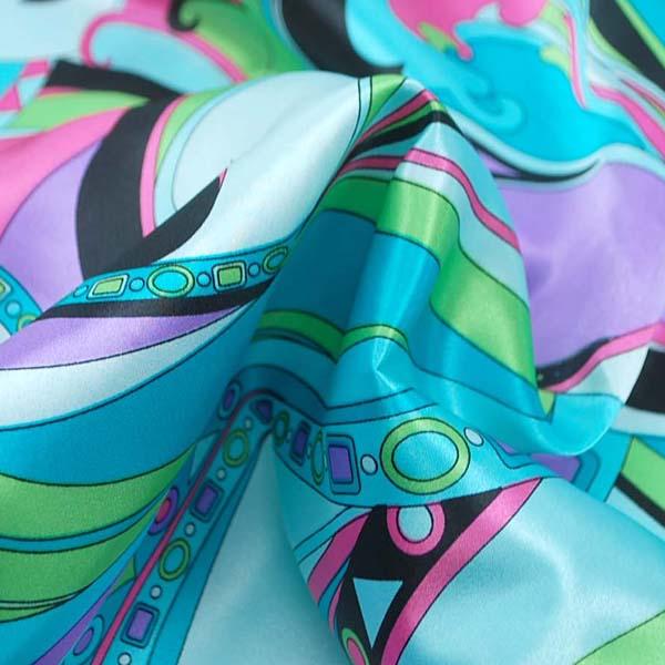ダブル巾(145cm)のポリエステルサテンプリント生地 プッチ風 ブルー =お取り寄せ商品のため即出荷は不可能となります=