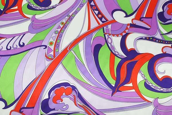 ダブル巾(145cm)のポリエステルサテンプリント生地 プッチ風 パープル =お取り寄せ商品のため即出荷は不可能となります=