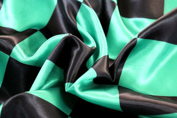 人気の和柄 ダブル巾(140cm)のサテンプリント 市松格子(大) 緑×黒