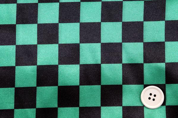 人気の和柄 ダブル巾(140cm)のサテンプリント 市松格子(小) 緑×黒