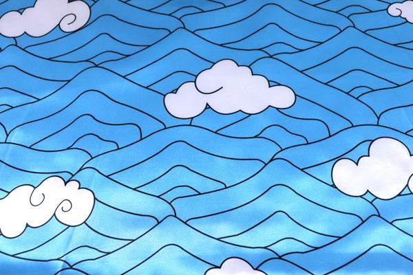 人気の和柄シリーズ ダブル巾(140cm)のサテンプリント 波と雲 青×白