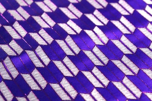よさこいや舞台衣装に最適な 光沢感のある素材 ラメ入りジャガード 矢絣 紫×銀