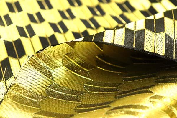 よさこいや舞台衣装に最適な 光沢感のある素材 ラメ入りジャガード 矢絣 金×黒