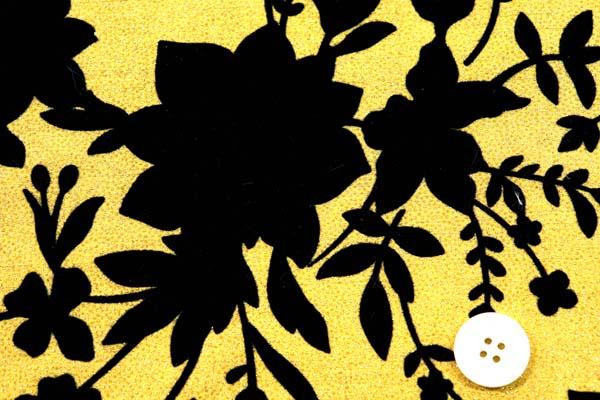 イベントや衣装に最適な光沢感のある素材 フロッキー・ラメ加工のシャンタン 花柄 ゴールド