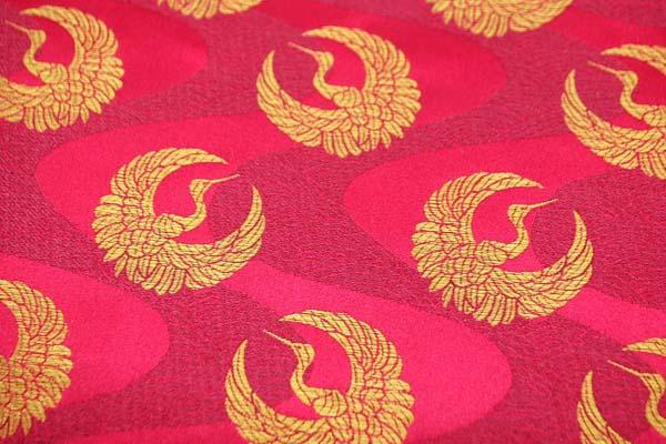 サテンジャガード 鶴に流水 臙脂(赤系)×ゴールド
