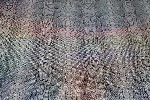 多彩に輝くホログラムのロイヤルスムース パイソン柄(大蛇) グレー系 =お取り寄せ商品のため即出荷は不可能となります=