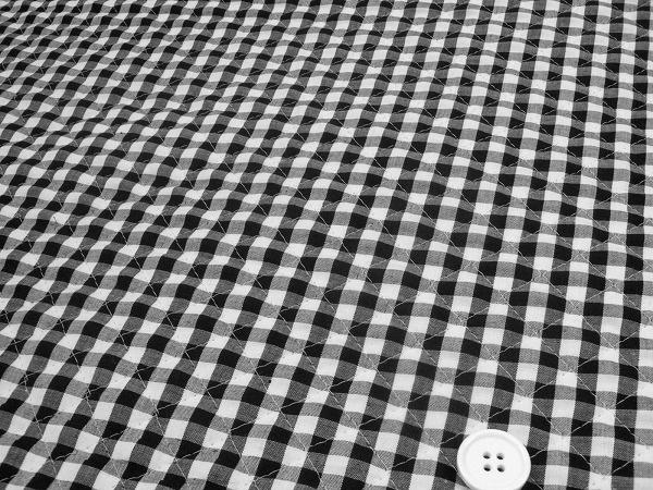 ギンガムチェックのキルティング生地(キルト生地) 黒色・ブラック(白黒)(Q1171-74)