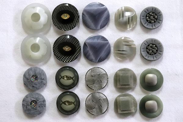メーカー廃番品 ヴィンテージ ジルコニア入 アンティークボタン グレー系3 (23~30mm10組 20個)