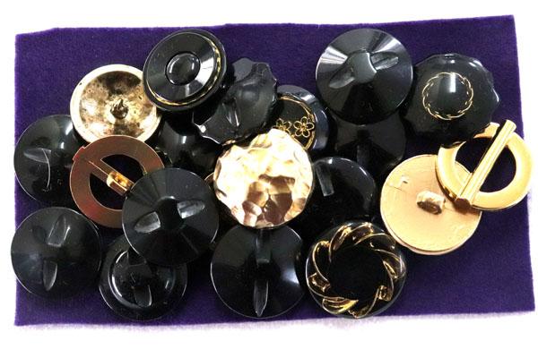 メーカー廃番品 ヴィンテージ ジルコニア入 アンティークボタン ブラック×ゴールド系 (23mmほか10組 20個)