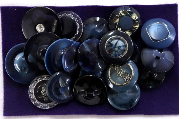 メーカー廃番品 ヴィンテージ ジルコニア入 アンティークボタン ブルー・ネイビー系 (22~30mm10組 20個)パッケージ