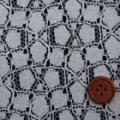 ラッセルレース生地(ニット生地ではありません) 花柄 オフ白 【50cm販売】  (la571)
