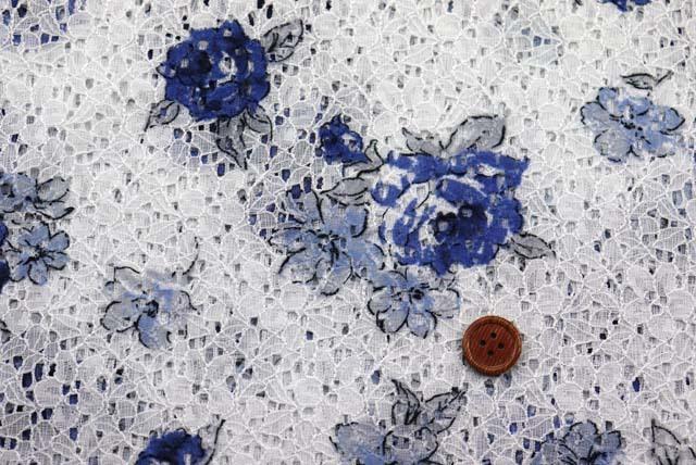 ラッセルレースプリント生地 花柄 白地×青 【50cm単位】《値下げ》》  (la609)