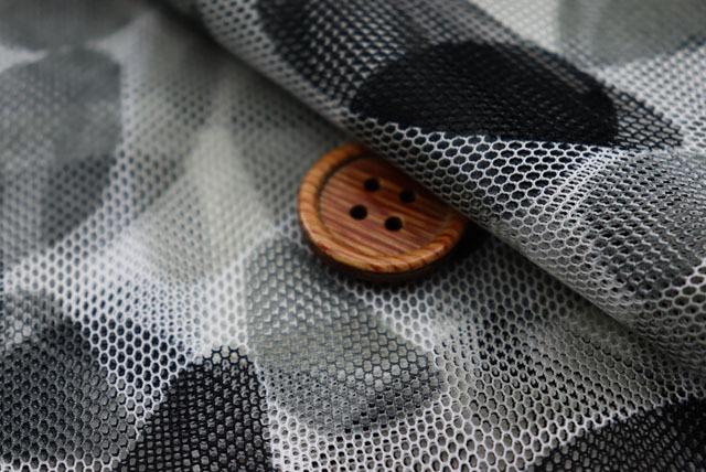チュールプリント生地 小石柄 グレイ系 【50cm販売】 (la629)