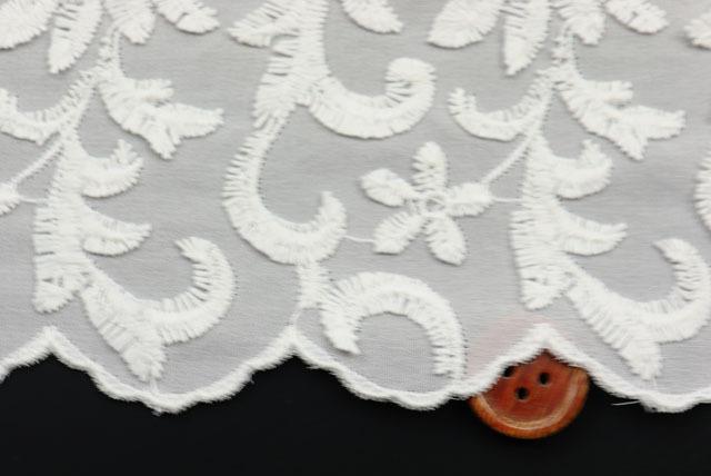 イタリア製カット刺しゅうレース生地 オフ白 【50cm単位】(la635)