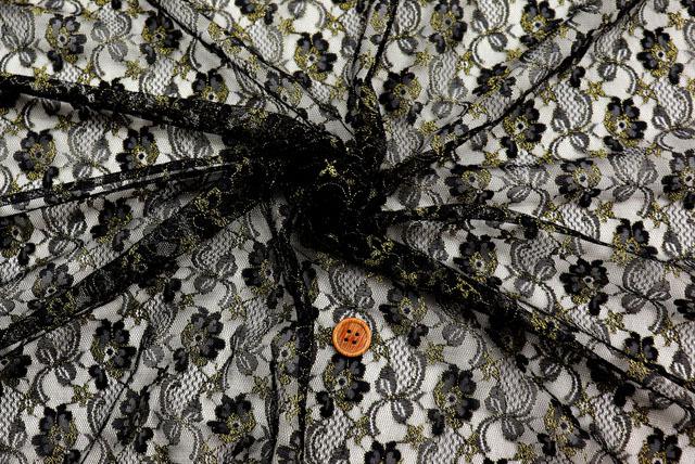 ラメ入りラッセルレース生地 花柄 黒×ゴールド 【50cm単位】(la656)